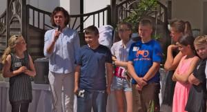 Aimée Vasko mit den Nachbarkindern