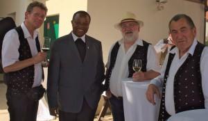 Die Donauschrammeln mit Pfarrer Sabinus